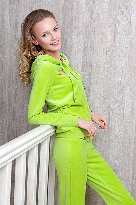 Стильная женская одежда: модели из велюра